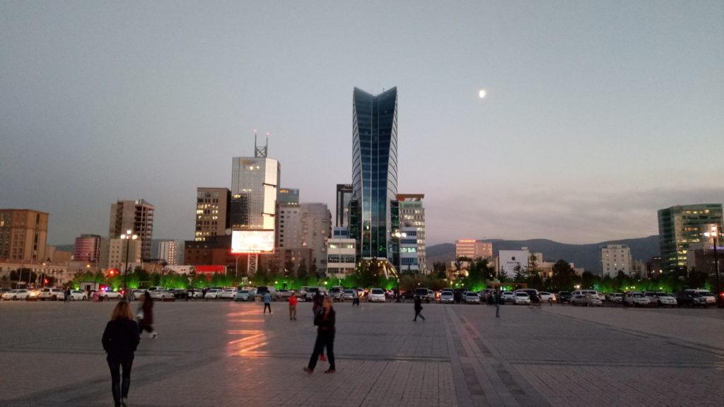 Die Stadt Ulanbatar- Fluch und Segen der Mongolei, Ausgabgspunkt zur Wüste Gobi