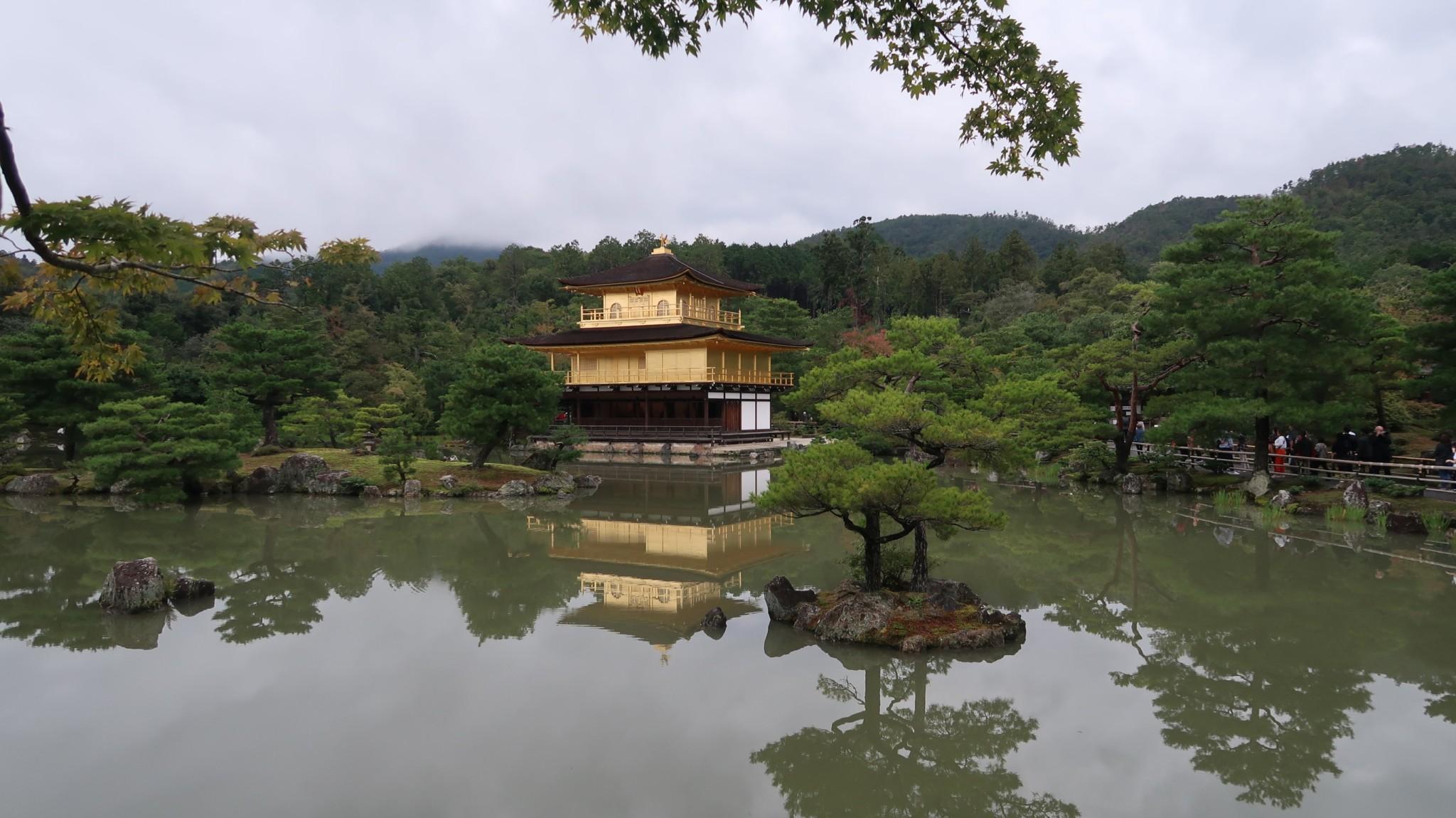Menschenmassen am Kinkakuji
