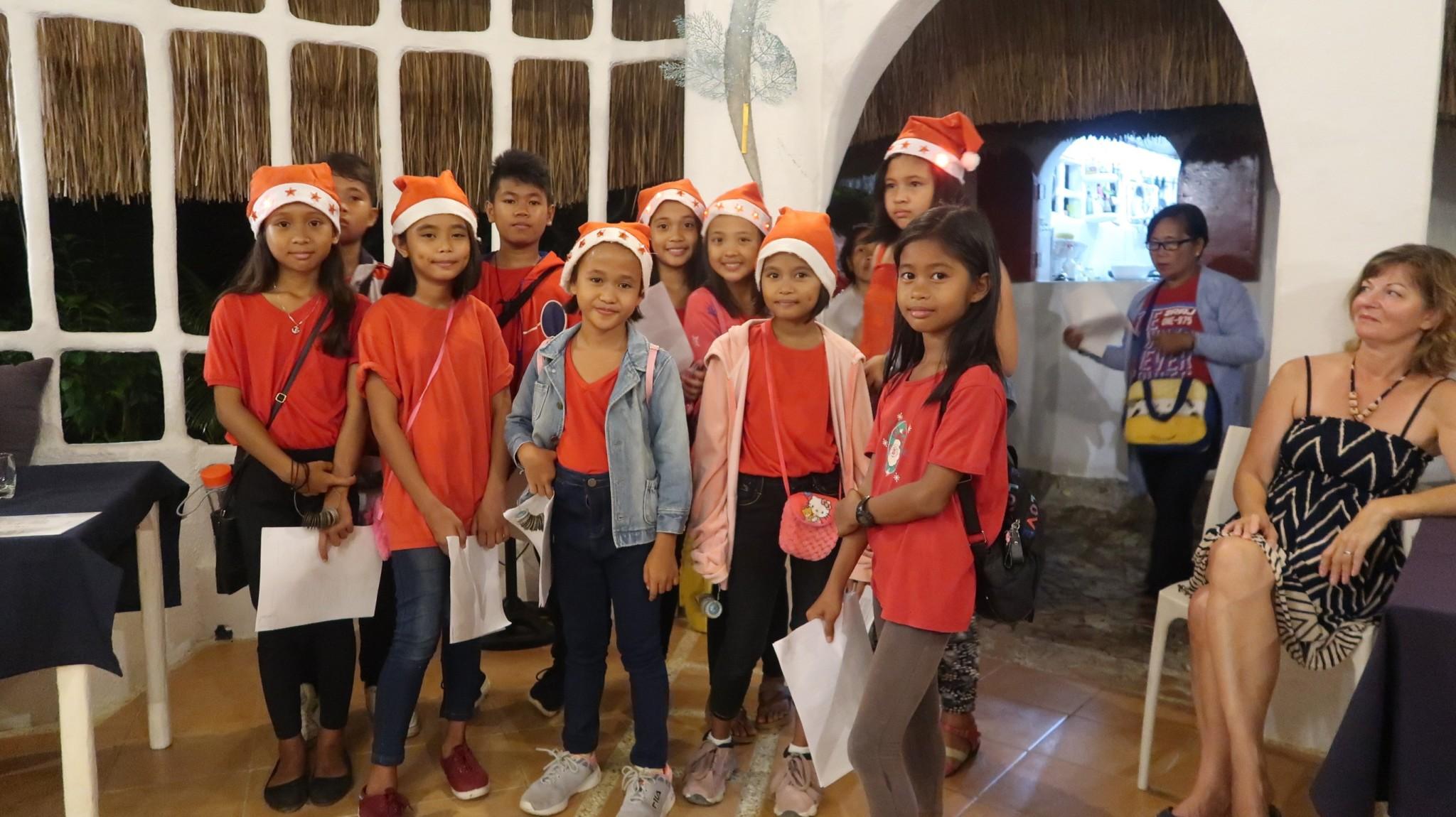 Filipino children sing for christmas Philippinen Reiseberichte