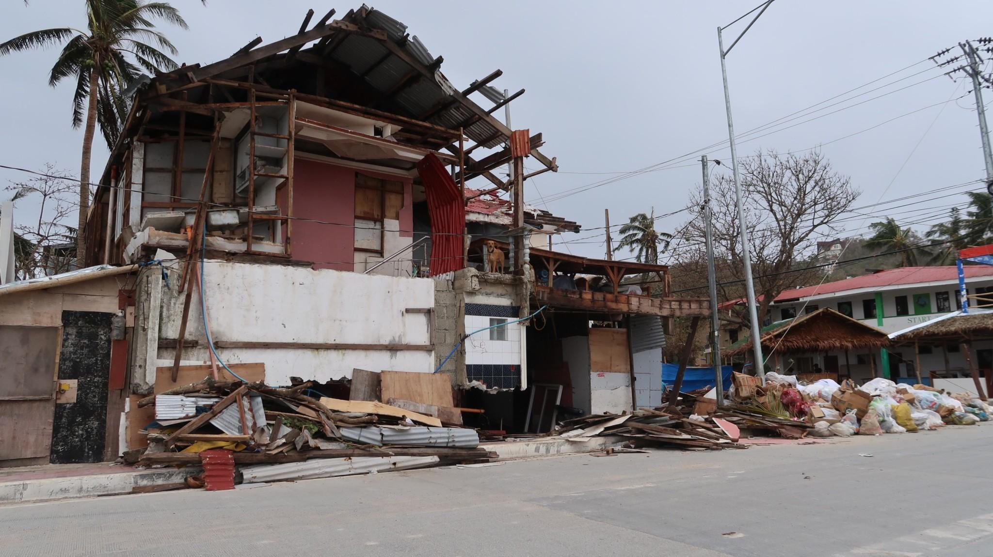 Bulabog Beach zerfallene Anlagen