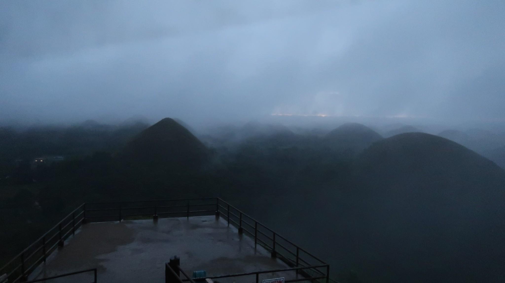 Chocolate Hills bei Regen