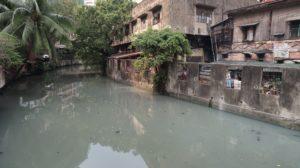 Verschmutzte Kanäle in Manila