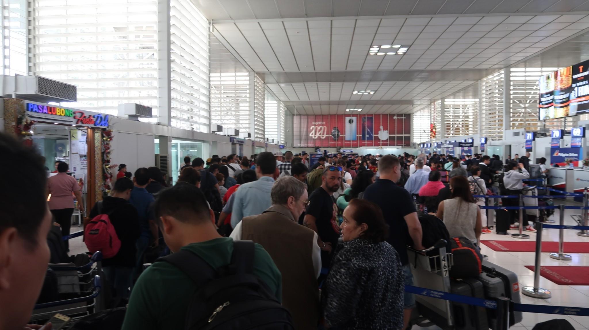 Menschenmassen am Airport Manila
