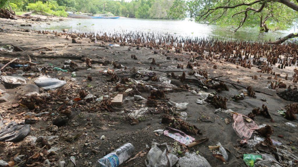 Plastikabfall auf der Insel Bali