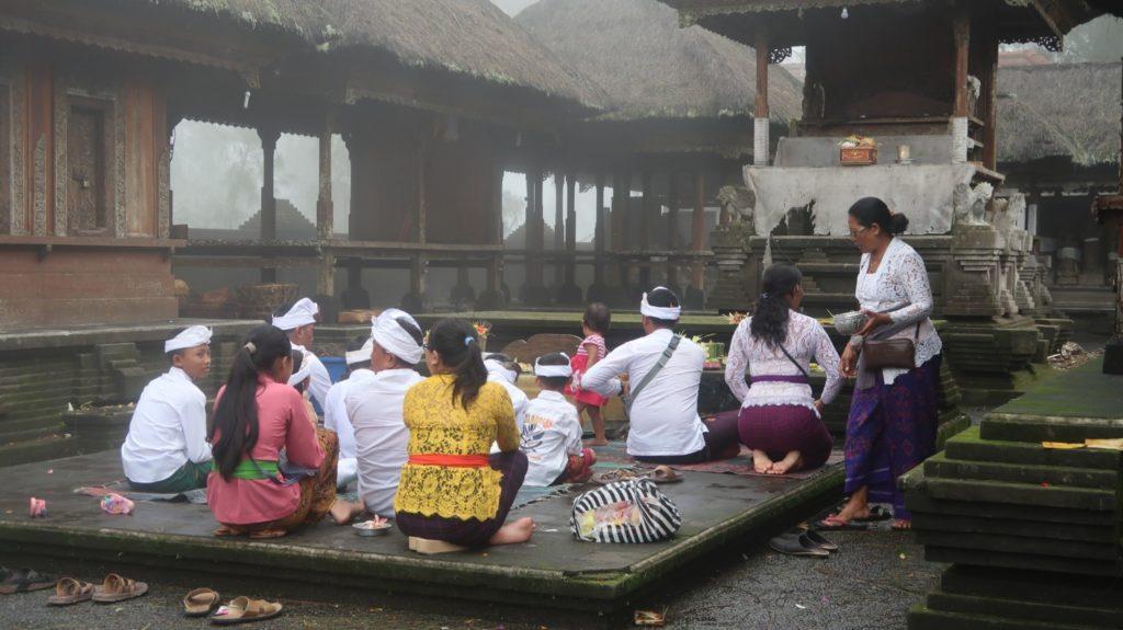 Zeremonie am Tempel auf Bali