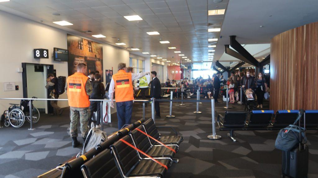 Abfertigung in Melbourne - unser Rückflug durch das Auswärtige Amt organisiert